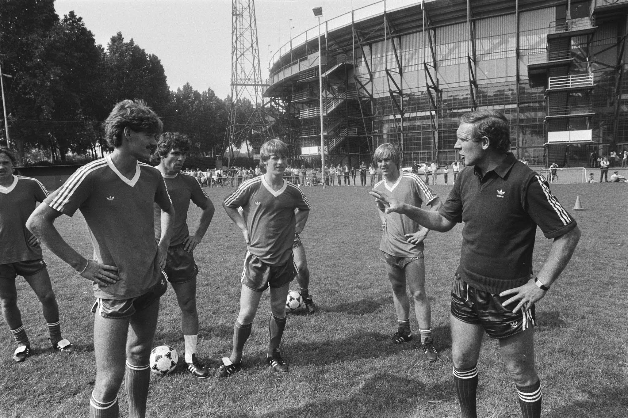 Henk Duut, Wim van Hanegem, Mario Been, Mike Snoei en trainer Hans Kraay