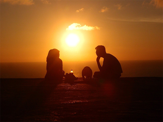 matahari terbenam di Pantai Parangtritis