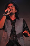 लीजेंड्री किशोर कुमार के गान 'हमें तुमसे प्यार कितना' को राज आशू ने किया रिक्रियेट, गाना हुआ वायरल