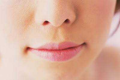 nariz de una mujer joven