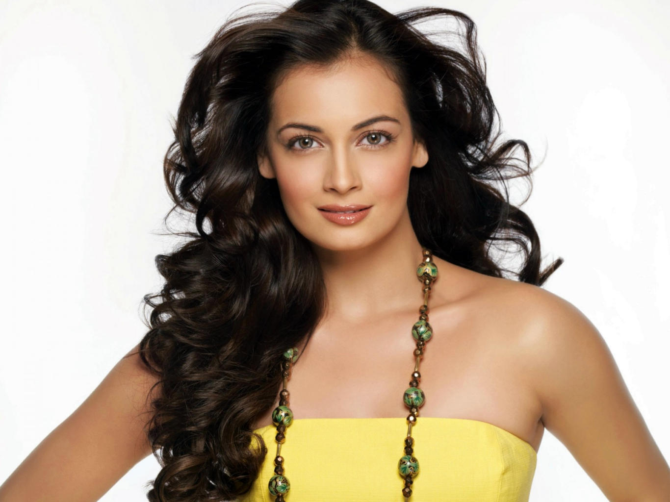 Dia Mirza Awesome Look HD Wallpaper