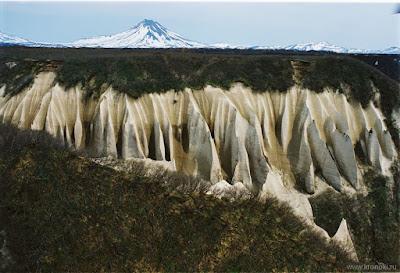 The Weird Valley Kutkhiny Baty (Photos)