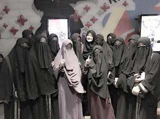 muslimah bercadar itu lebih anggun