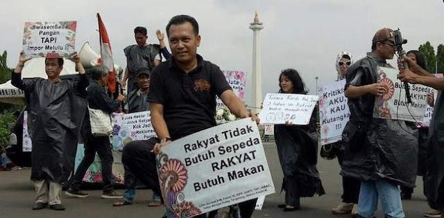 Iwan Sumule: Dua Pekan Ini Aneh, Jokowi Sibuk Urus Habib Rizieq Dan Mahasiswa Lupa Demo