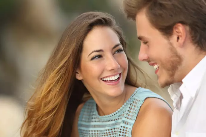 वो 5 ऐसी बातें जो बताती हैं कि कोई लड़का आपको पसंद करता है   He loves me or  not - fun offbeat