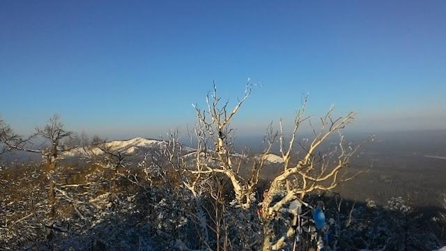 Вид на гору Егозу с вершины горы Сугомак