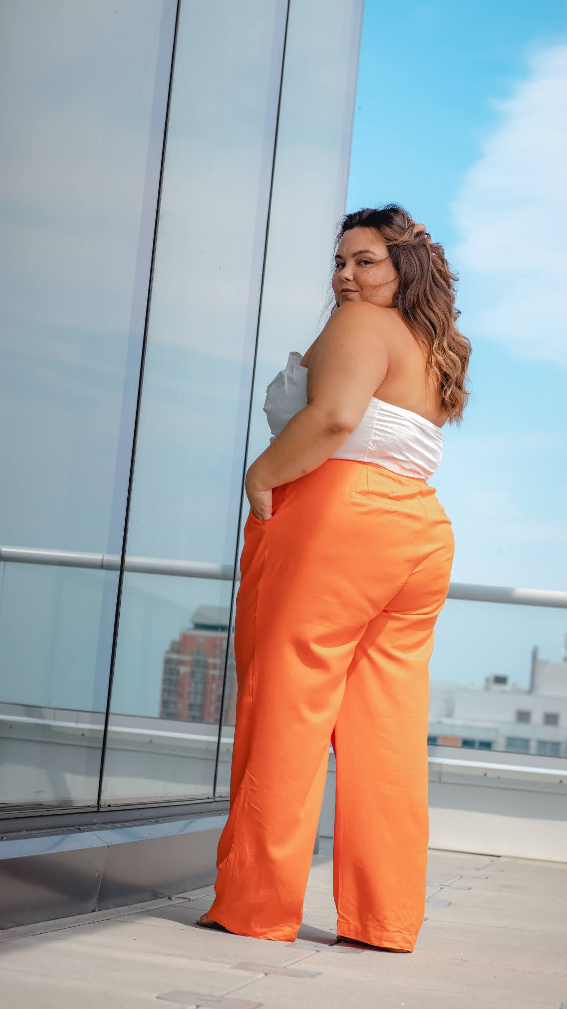 plus size and petite blogger and model Natalie in the City reviews wide leg pants she's wearing from Eloquii.