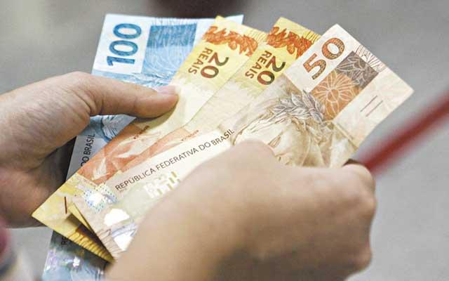 Comissão aprova reajuste do salário mínimo para R$ 1.040 em 2020