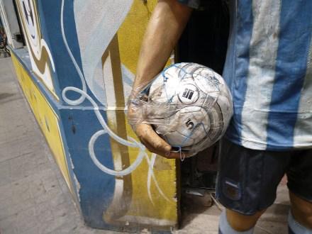 Maradoona élete könyv, Diego és a labda