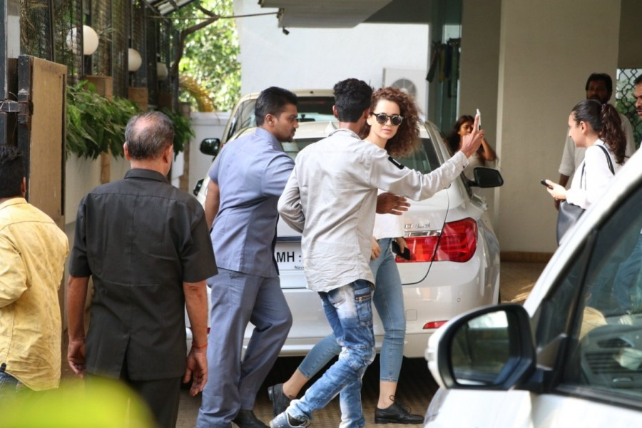 Kangana Ranaut Spotted at Vidhu Vinod Chopra House