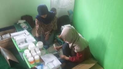 Tim Apoteker Amal Madani Indonesia