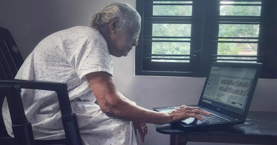 Nenek Berusia 90 Tahun Pakai Laptop, Fotonya Viral dan Netizen Geger: Kok Bisa?