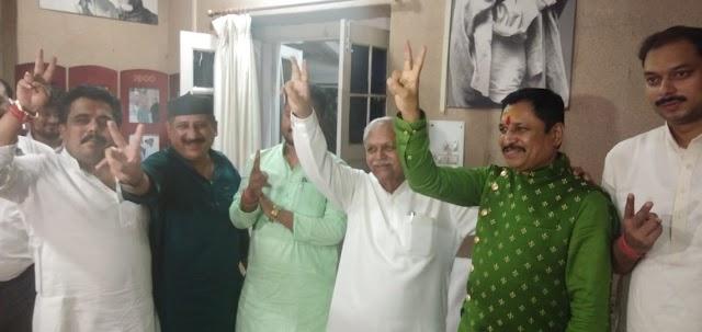भाजपा के दो विधायकों ने कमल नाथ के सपोर्ट में खड़े होकर.. कमल वालों की उम्मीदों पर पानी फेरा.. कर्नाटक के नाटक के बाद मप्र में भाजपा को उल्टा झटका.. कुछ और विधायको के घर वापसी संकेत से भाजपाई सकते में..