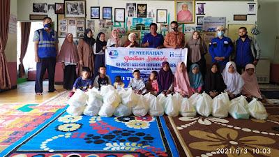 Harian Umum Rakyat Sumbar dan HI Cabang Bukittinggi Berbagi ke Lansia