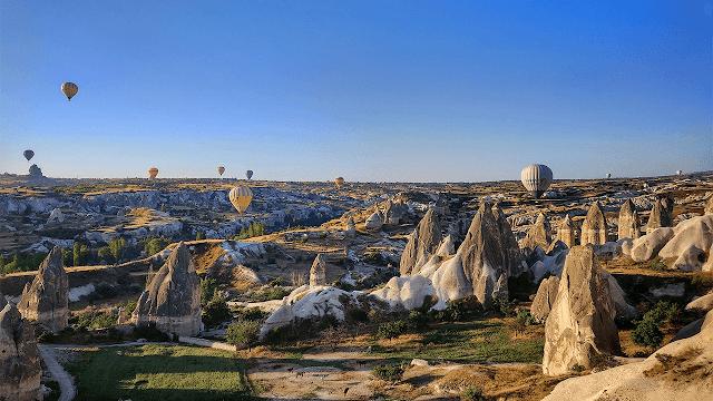 Cappadocia ținutul baloanelor cu aer cald și al coșurilor de zâne din Turcia