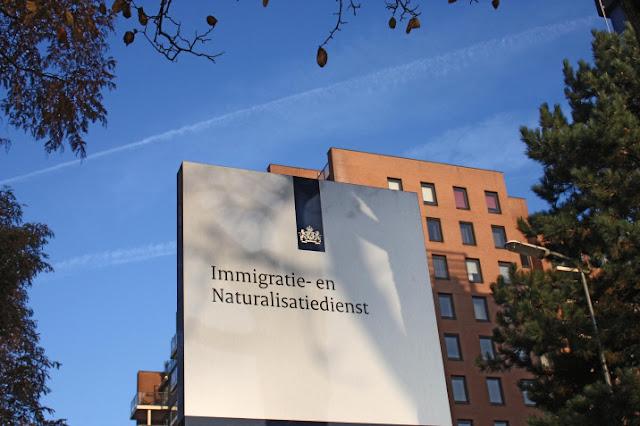 الهجرة والتجنيس الهولندية تعيد التحقيق في ملفات آلاف اللاجئين القادمين من سوريا