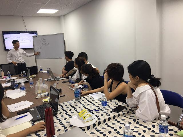 Lớp học bán hàng online thực tế NUU