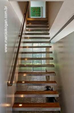 Escalera interior en la Casa Cubo
