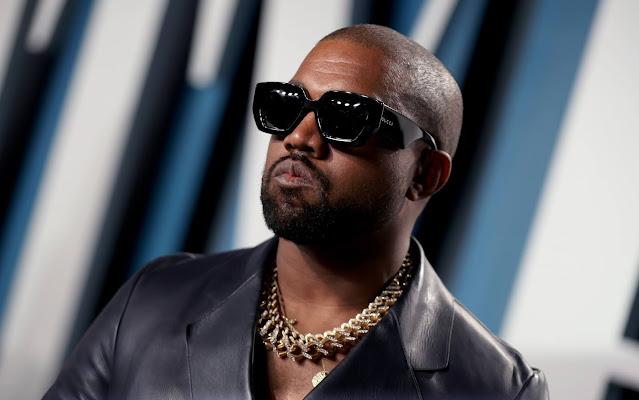 Kanye West piscia sul Grammy