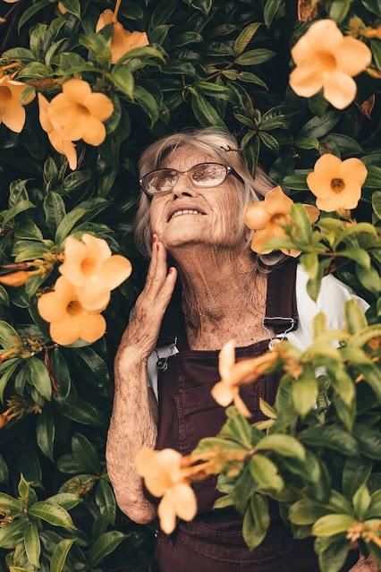 Pada orang tertentu, proses menua bisa datang lebih cepat atau Premature Aging, sehingga penampilannya menjadi kelihatan lebih tua dari usia sebenarnya