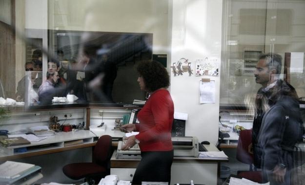 Οι φορολογούμενοι φορτώνουν τους φόρους στις πιστωτικές κάρτες