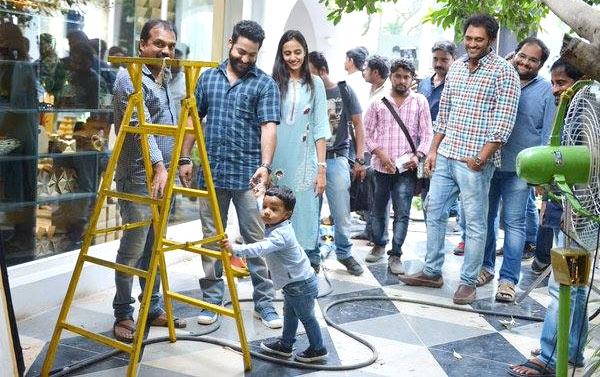 Jr.NTR Son Abhay at Janatha Garage Sets