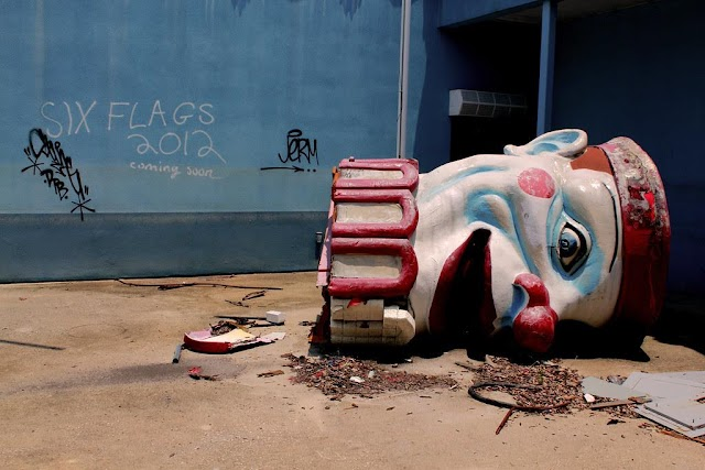 Visit the horrible entertainment park equally to 'Spooky Clown'