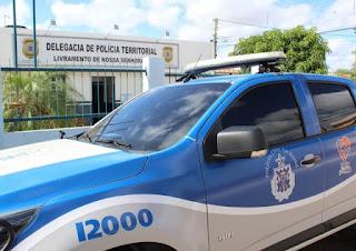 Policiais montam operação contra veículos que fazem paredões, em Livramento