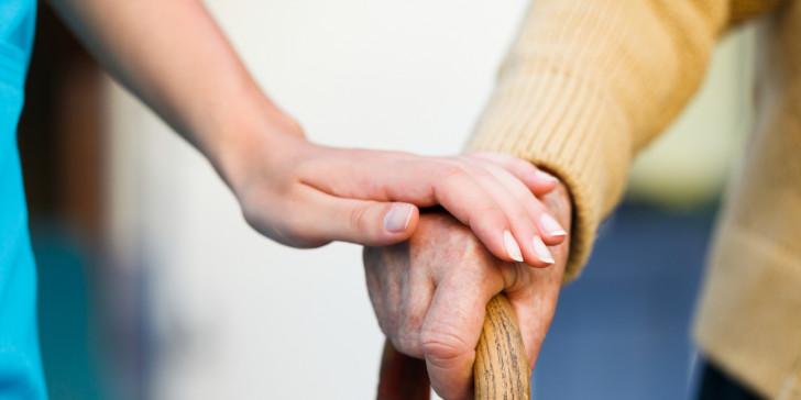 Δέκα άτομα για να ληστέψουν μια ηλικιωμένη στη Δράμα