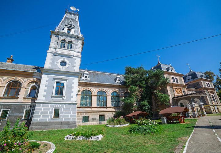 Castelul Csernovics Macea