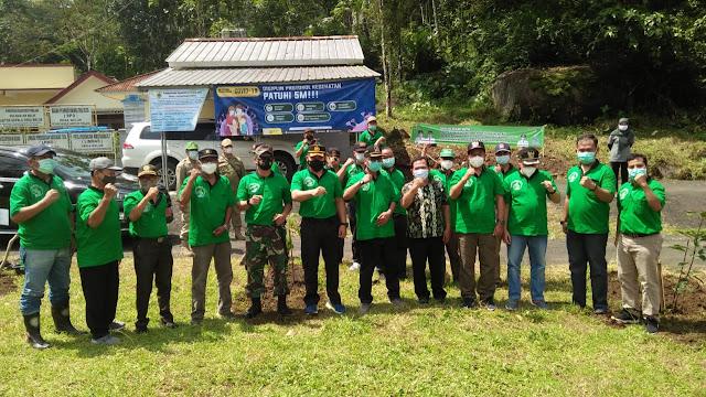 Hadiri Penanaman Bibit Pohon, Bupati Pemalang Dorong Nanas Olahan Desa Beluk Bisa Terkenal