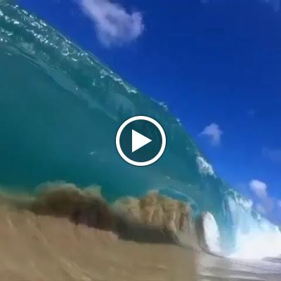   The beauty of shorebreak captured by @clarklittle 🌊💙 #Hawaii