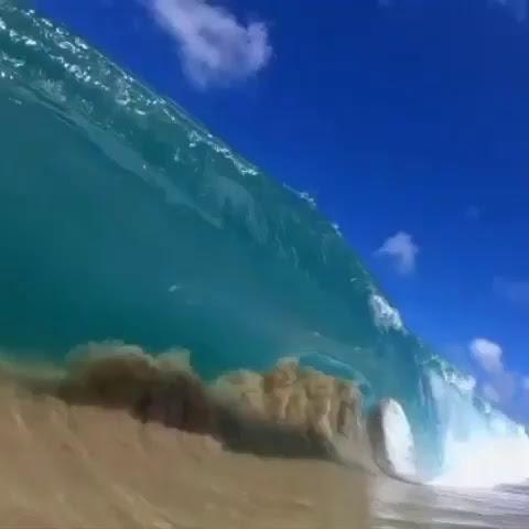 | The beauty of shorebreak captured by @clarklittle 🌊💙 #Hawaii