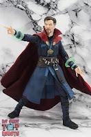 S.H. Figuarts Doctor Strange (Battle On Titan Edition) 35