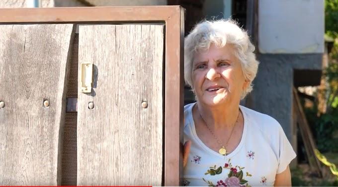 Csepel teherautóról, szerenáddal köszöntötték a 84 éves Wittner Máriát