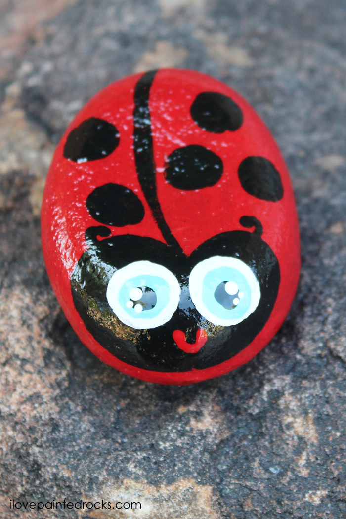 How to paint a kawaii ladybug rock. This easy rock painting idea is perfect for beginners or kids. Make this DIY painted stone to use as garden art or to play the hide and seek rock game. #crafts #painting #rockart #paintedrocks #rockpainting #ilovepaintedrocks #ladybug