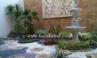 taman minimalis dengan batu koral