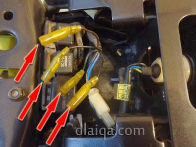 konektor telah dilepas dari kabel lampu sein