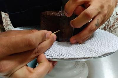 Cómo cortar un bizcocho a la mitad sin cuchillo
