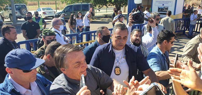 Presidente Jair Bolsonaro desembarca em Barreiras sob forte esquema de segurança