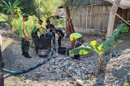 Satgas Pamtas RI-RDTL Sektor Barat Yonarmed 6/3 Kostrad Bantu Warga Taledu Penuhi Air bersih