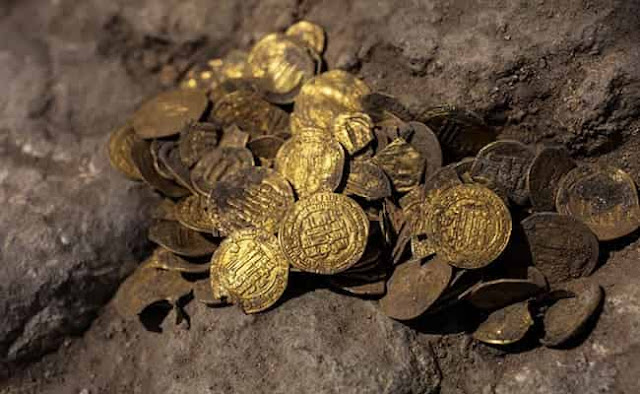 A treasure trove of 1,100 years old 24 Carat Islamic Gold coins unearthed in Israel - Saudi-Expatriates.com-