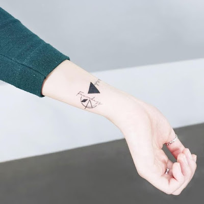 Tatuajes en la muñeca femeninos delicados