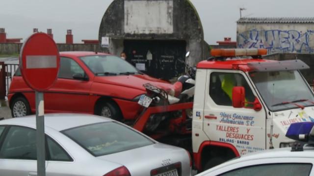 Fallece un hombre en Baiona mientras manipulaba su camión grúa