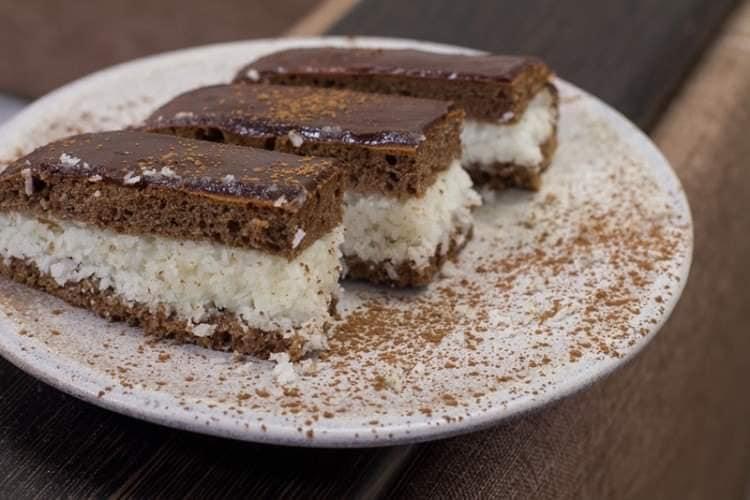 حلى الباونتي بالشوكولاتة