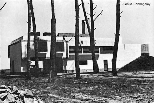 Casa de playa brutalista en Punta Ballena, Uruguay, año 1966