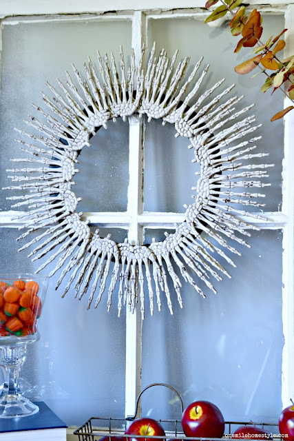 DIY Creepy Skeleton Hands Halloween Wreath