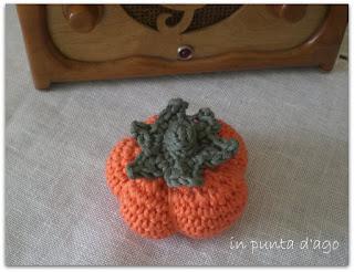 http://silviainpuntadago.blogspot.it/2011/10/per-le-mie-piccole-streghette-schema.html