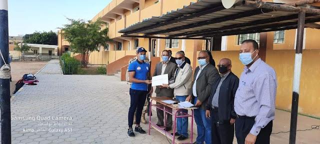 رئيس مجلس مدينة رأس غارب يكرم طلبة مدرسة سمير سلامه الصناعية العسكرية