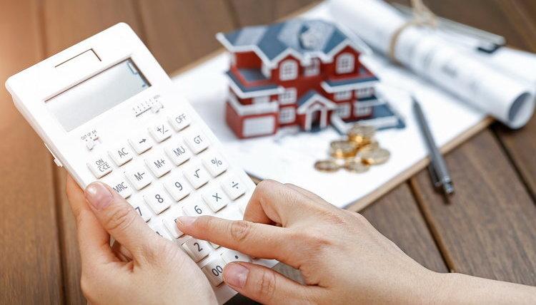 Compraventa de viviendas y alquileres comerciales se negocian a la baja